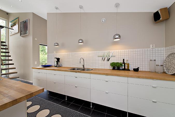 Ikea Kok Barstolar : kok vitt ek  240, Brolanda o granitgolv, vitmolade luckor och