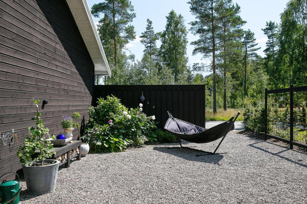 Loungekänsla i trädgården