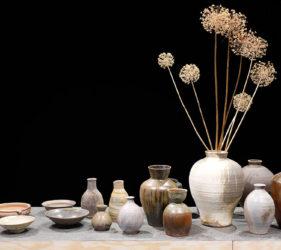 Lergods. Vaser, skålar, urnor och krus av Stefan Andersson.