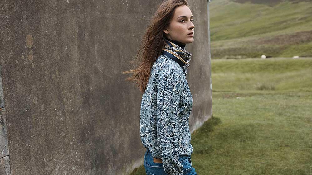 H&M: s samarbete med Morris & Co lanseras under oktober månad. Kollektionen innehåller plagg med ikoniska arkivprint av William Morris.