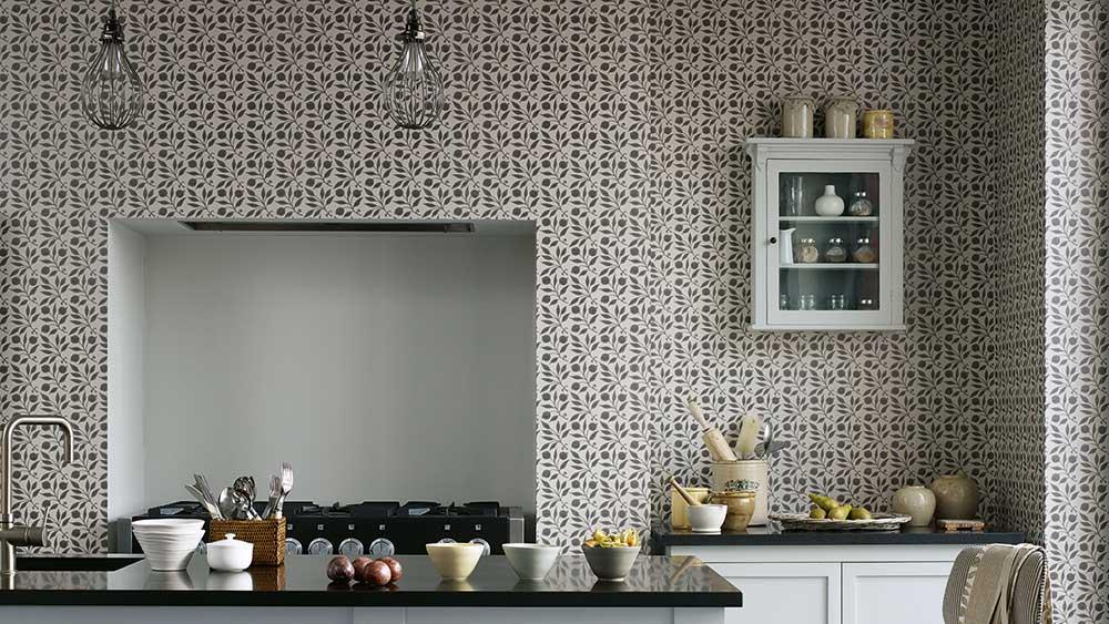 William Morris passar såväl i vardagsrum som i sovrum och varför inte tapetsera köket med en Morristapet?
