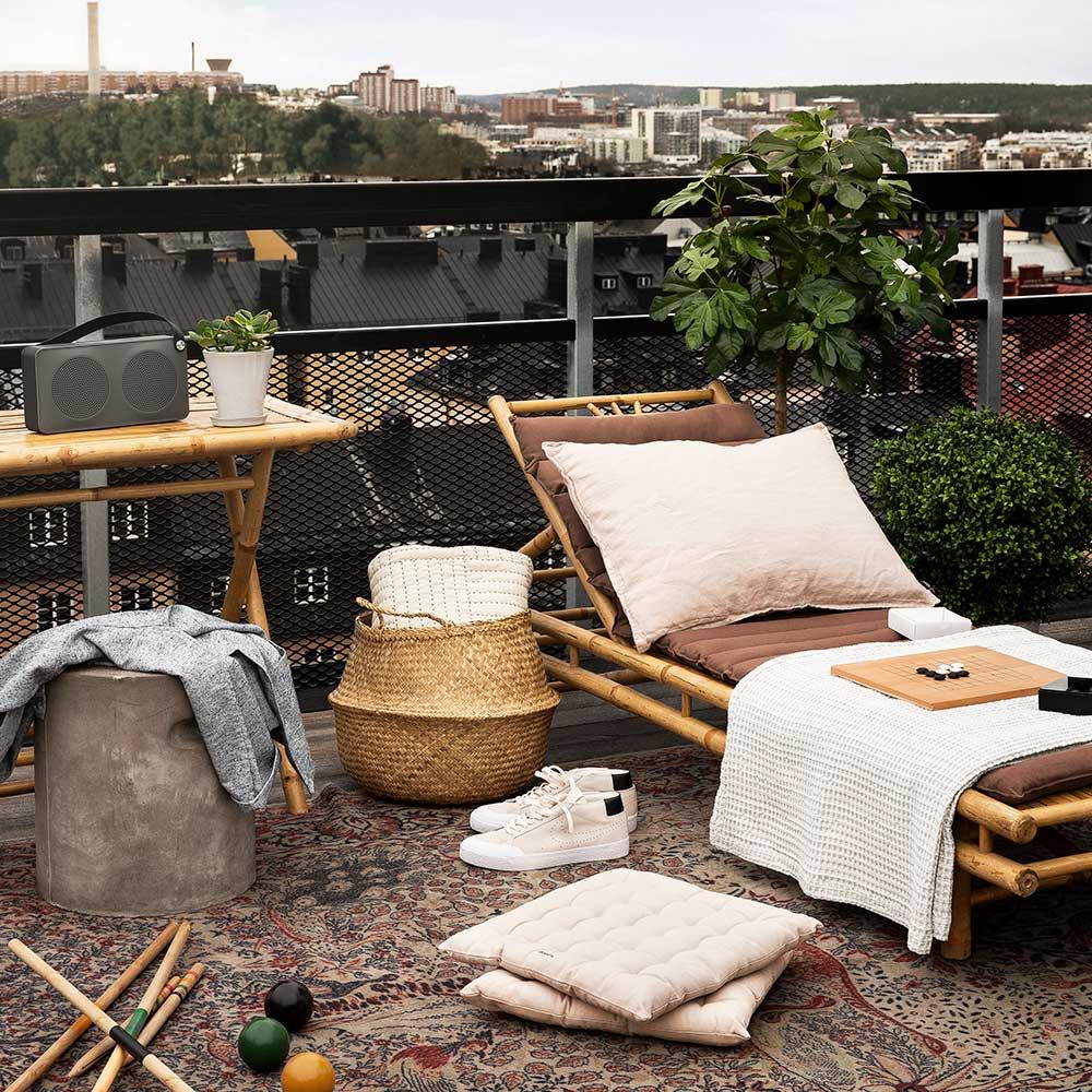 Välj ett tema för att inreda balkongen både billigt och snyggt. Foto: Granit