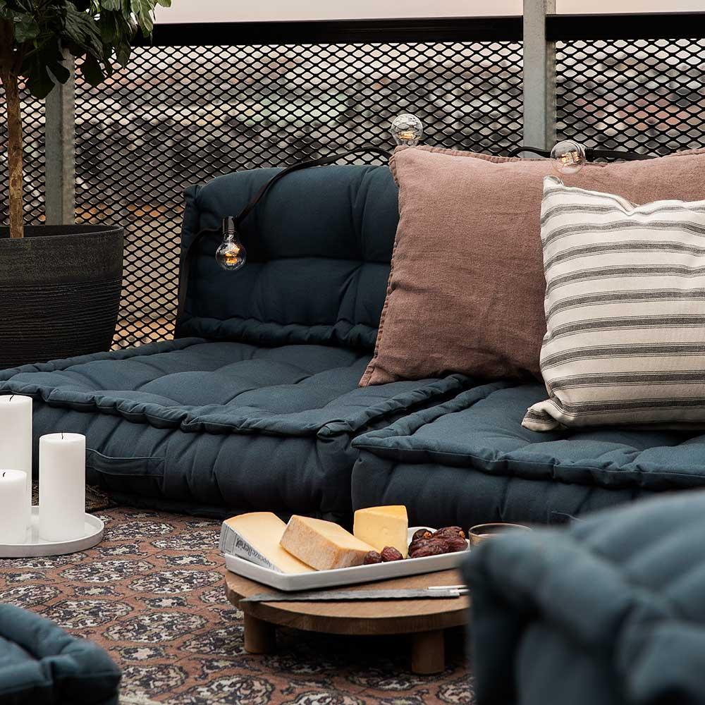 Möblera efter din favoritaktivitet när du inreder balkongen. Foto: Granit