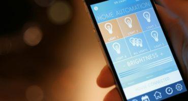 Styr ditt smarta hem-system med din telefon.